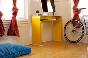 yellow-minimalist-desk
